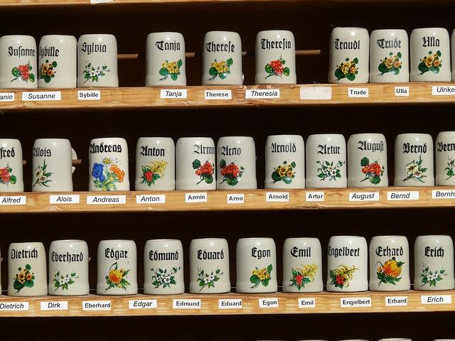 たくさん並んだ缶