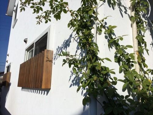 ワイヤーを設置する窓枠