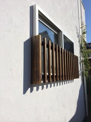 ワイヤーを設置する窓枠西から