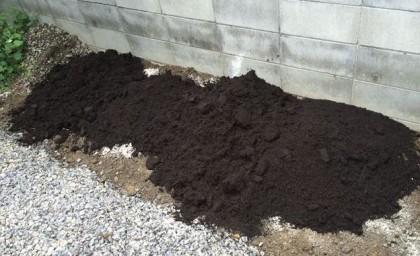 堆肥をまく