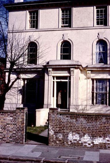 Первый Центр ТМ (SRM) в Соединенном Королевстве, открытый в 1961 году, на Принс Альберт Роуд, северо-запад Лондона