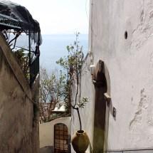travel-italy-positano-street2