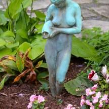 travel-vermont-wilburton-inn-statue