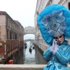 enjoy travel life photo gallery venice italy carnevale blue costume