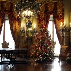 Luxury Lifestyle: The Newport Mansions Decorated for Christmas