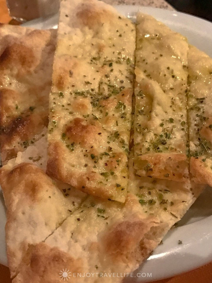 Tuscan comfort food in Fiesole at Il Fiesolano - Herbed crackers