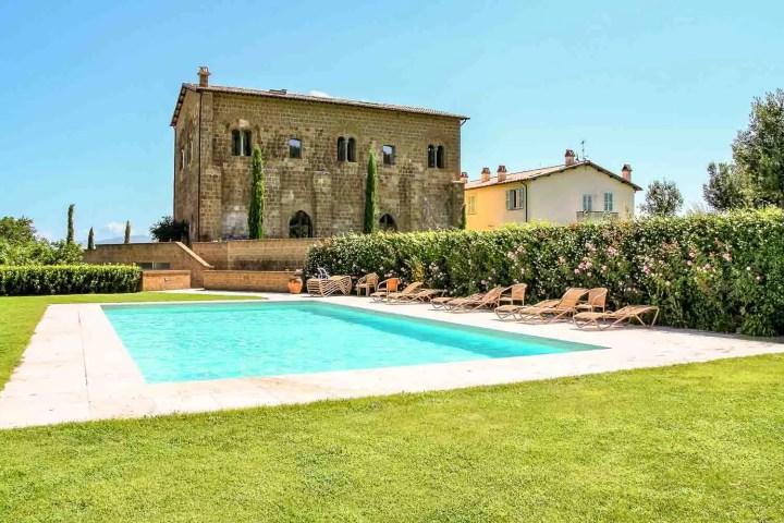 Romantic hotel in Umbria with pool