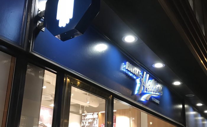 På butikkåpning hos Hanske-Hallén