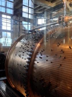 Beffroi de Bruges : le tambour en cuivre qui commande les carillons - photo Enki
