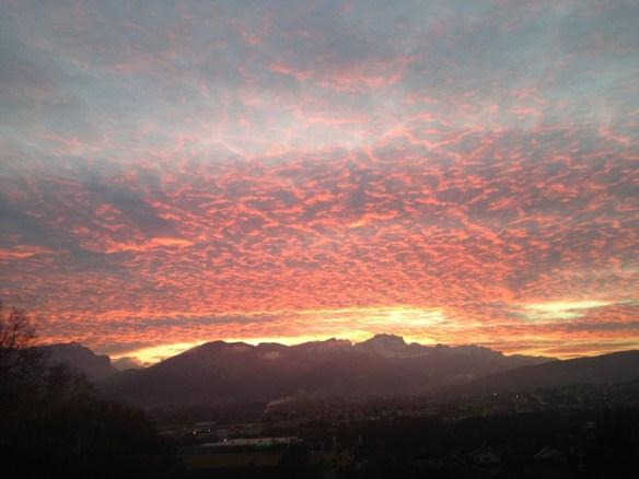 Lever du soleil sur les Aravis vu des hauteurs dominant POISY – le 11/11/2014 à 7h 54 – photo Enki, IMG_6133