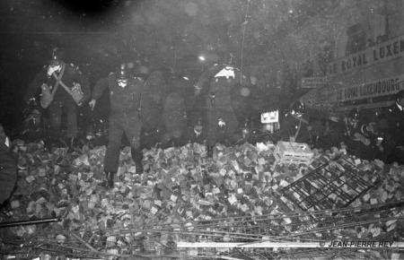Paris - 10/11 mai 1968, charge sur une barricade