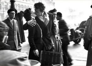 Robert Doisneau - le baiser de l'hôtel-de-ville