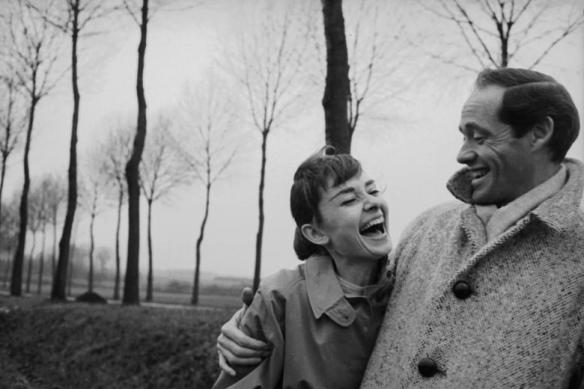 Audrey Hepburn et son mari Mef Ferrer photographiés à Paris en 1956 par Michael Ochs.jpg