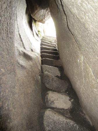 Machu cave2