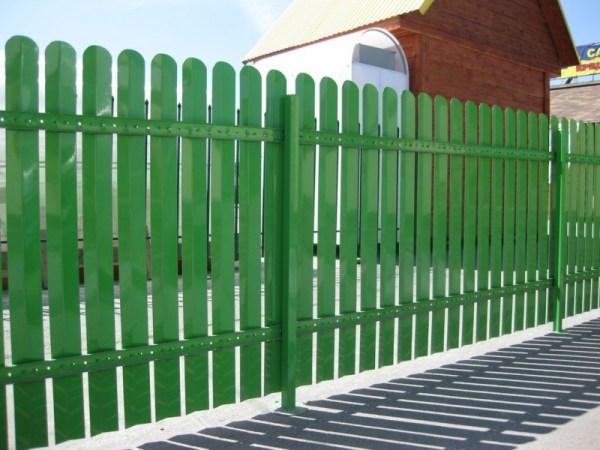 Деревянные заборы для частного дома: Деревянный забор ...