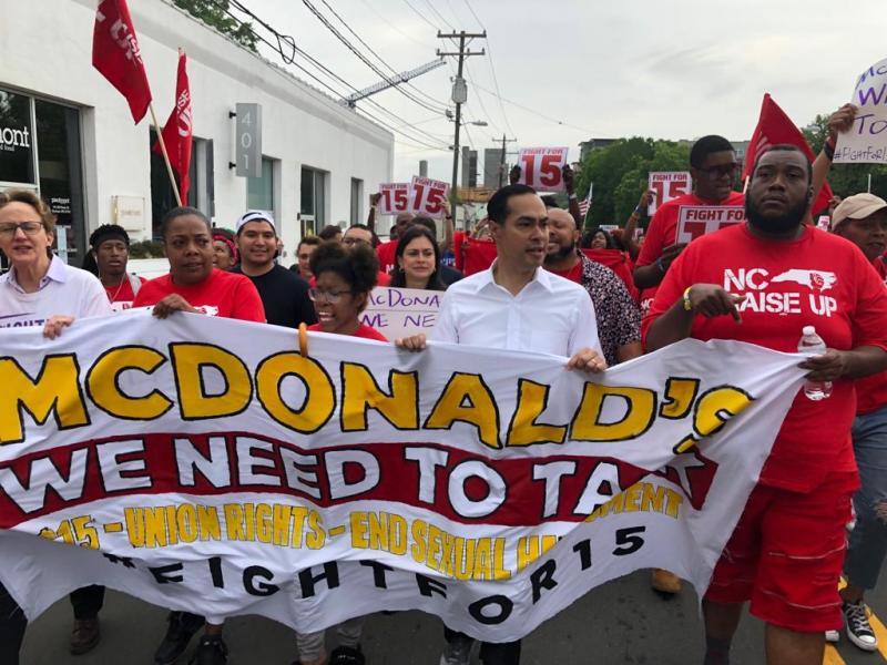 Julian Castro marcha con trabajadores