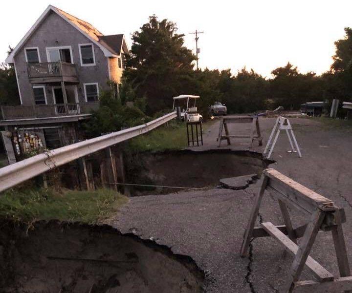 Evalúan daños del huracán Dorian: Carreteras cerradas y líneas de electricidad caídas, advierten precaución
