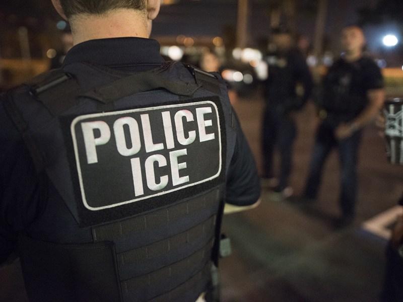 colaboración de alguaciles con el ICE