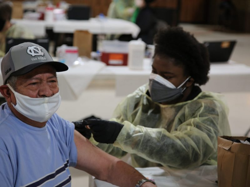 Jornada de vacunación en Apex