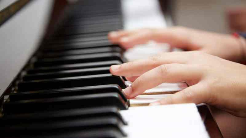 aprender a tocar un instrumento con tus hijos
