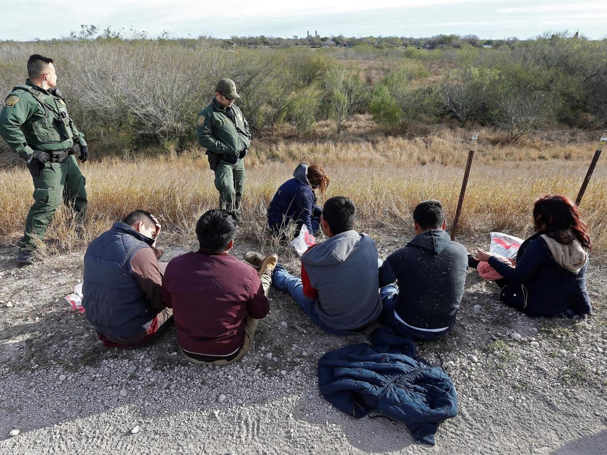 Juicio a adultos deportados