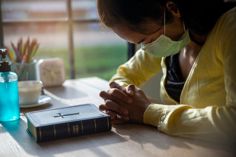 servicios religiosos en Mecklenburg uso de mascarilla