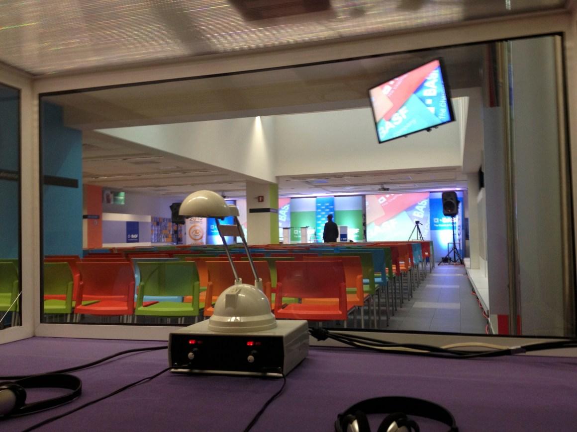 Media cabina de interpretación