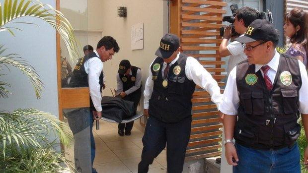 Traslado del cuerpo encontrado en casa de Maribel Velarde