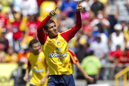 El ecuatoriano Joao Rojas celebra el gol con el cual colaboró en la victoria del Morelia