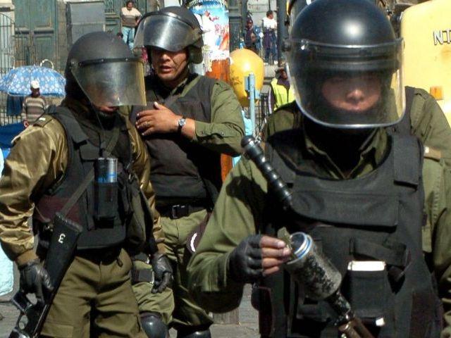 Policías boliviano