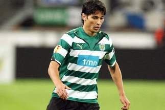 El chileno Matías Fernández anotó el gol del triunfo del Sporting que enfrentará al Manchester City en la siguiente fase