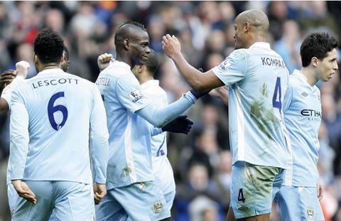 Manchester City continúa como líder de la Premier League.El Manchester United sigue al acecho