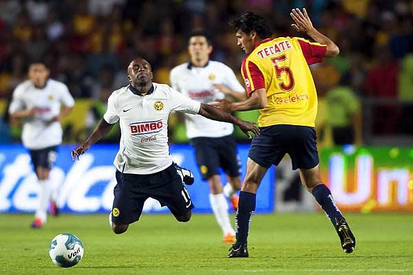 Morelia derrotó 3-1 al América y es líder junto a Santos