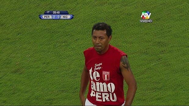"""Con la recordada camiseta del """"Te Amo Perú"""""""