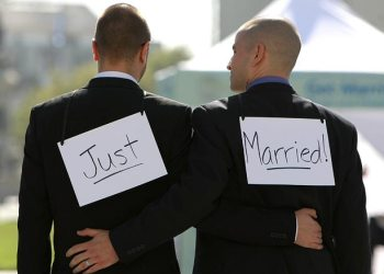 La India: Sexo gay ahora es delito hasta con prisión perpetua