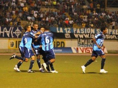 """Cusqueños y trujillanos luchan por alcanzar el primer puesto de la Liguilla """"B"""", on el cual disputarán el título del fútbol peruano"""