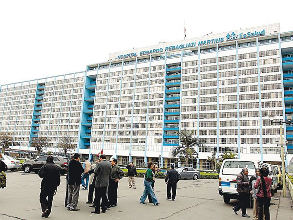EsSalud lanza ultimátum a médicos