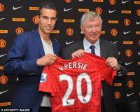 Van Persie fue presentado por su nuevo club Manchester United luego de haber jugado ocho temporadas en el Arsenal