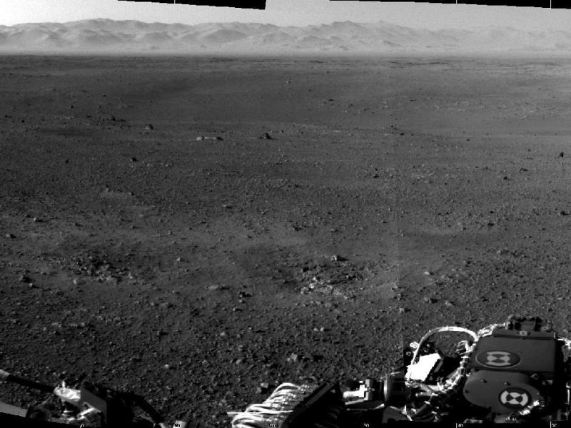 Imagen del Curiosity muestra el borde del crater Gale, la zona es montañosa y es visible la erosión