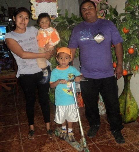 Rafael Jesús y su familia (Foto: Diario Correo)