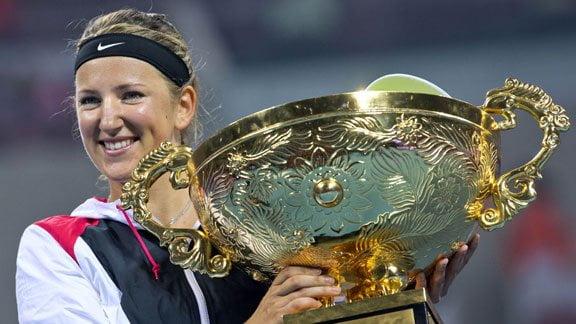 Azarenka logró su quinto título de la temporada al derrotar a Sharapova en Pekín