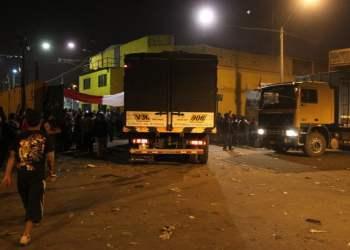 Camiones ingresan a La Parada (El Comercio)