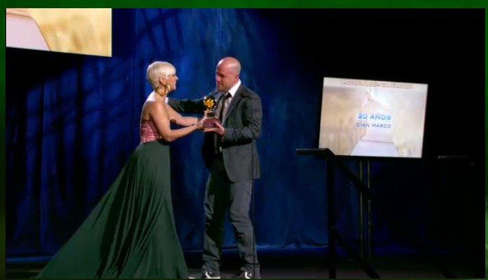 Gianmarco recibe premio