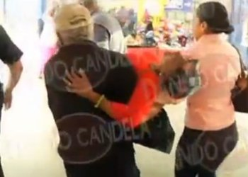 María Matías reciba ayuda tras desvanecerse por estado crítico de su hijo