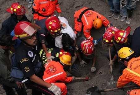 El rescate de víctimas o sobrevivientes continúa en Guatemala