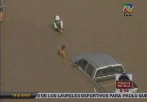El Rímac casi se lleva un vehículo en obra de Villarán