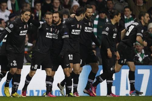 Juventus de Italia está con pie y medio en la próxima fase de la Champions League tras derrotar 3-0 al Celtic en Glasgow