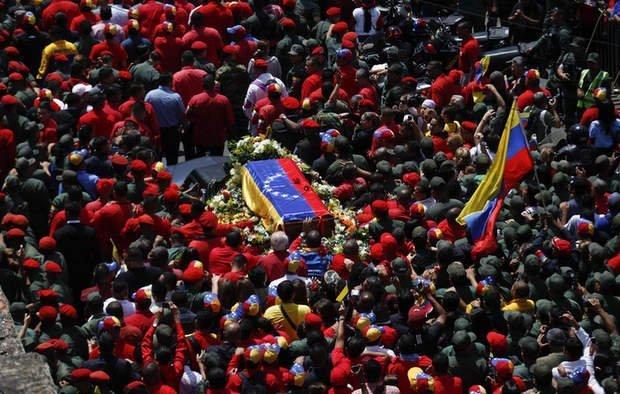 Cortejo fúnebre con restos de Hugo Chávez