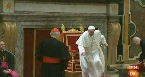 El tropezón del Papa Francisco