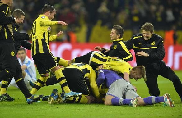 Borussia Dortmund celebra una clasificación épica ante el Málaga.